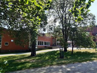 kirjasto ulkoa