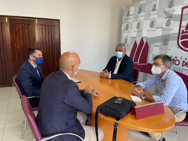 Fuerteventura.- Alcalde de Puerto del Rosario  y el concejal de Economía y Hacienda se reúnen con representantes de CaixaBank