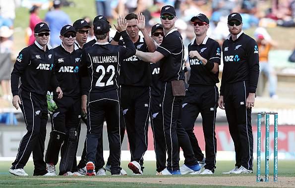 cricket news hindi mein - new zealand thrashed india