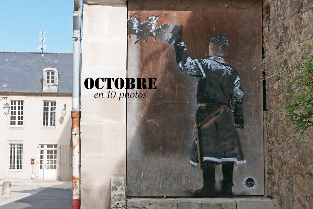 Street art dans les rues de Bayeux. Guillaume le conquérant tague la tapisserie de Bayeux