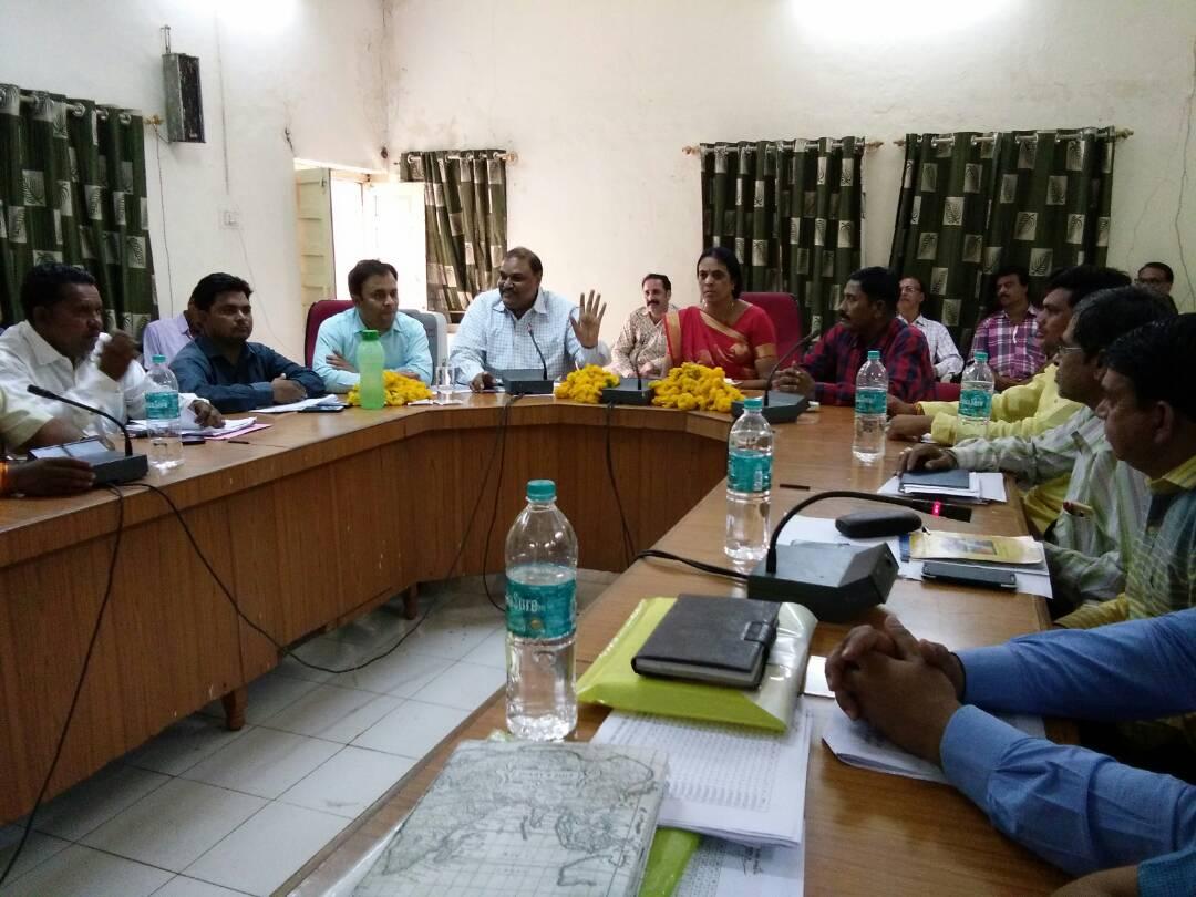 ODF-to-one-Panchayat-every-week-in-every-cluster-हर कलस्टर में प्रति सप्ताह एक पंचायत को ओडीएफ करवाये : कलेक्टर