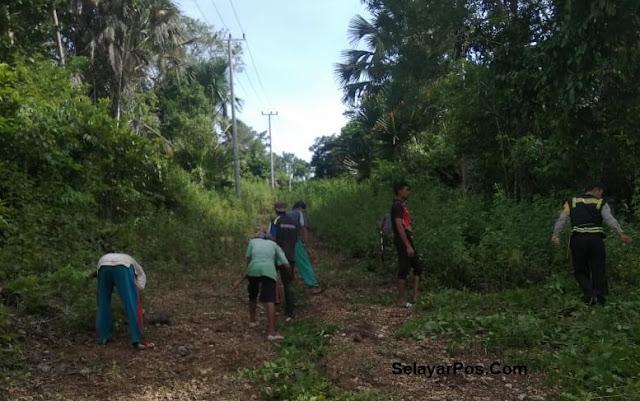 Bhabinkamtibmas Bersama Warga Gotong Royong Buka Jalur Di Desa Patilereng
