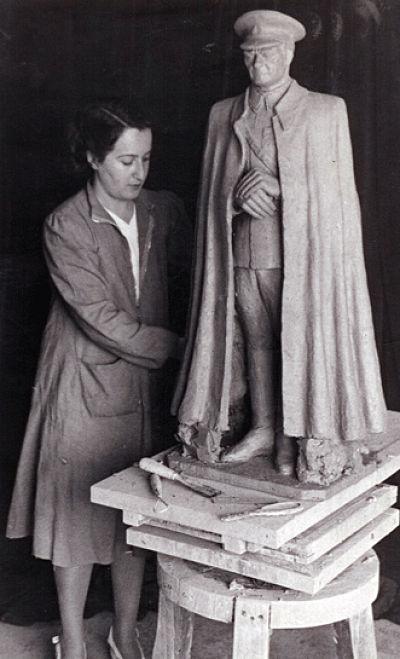 İlk kadın heykeltıraşımız kimdir?