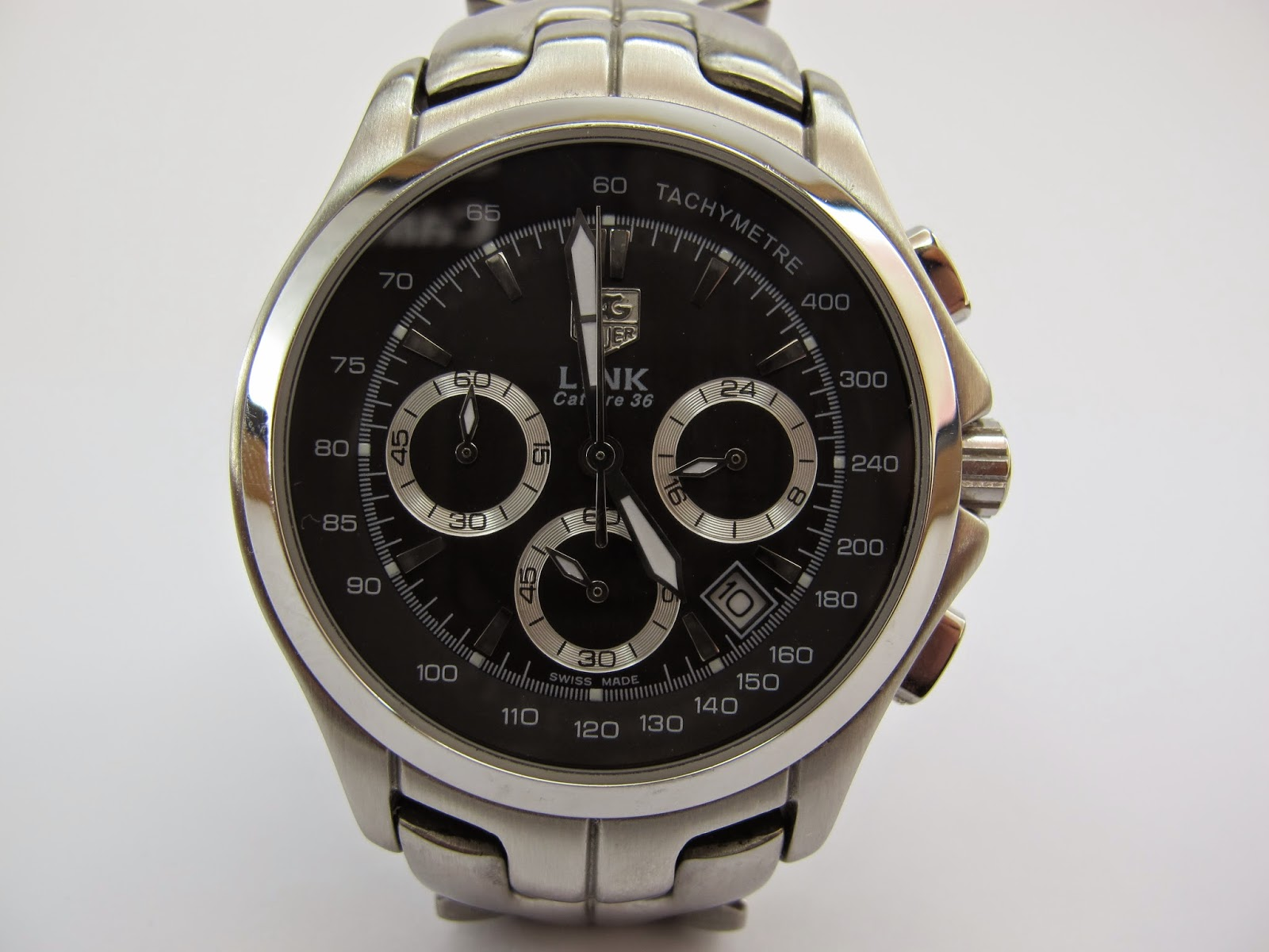 6ed71413f51 This watch has a black dial with an internal tachymeter ring. The Tag Heuer  logo is a dead give away. This watch is equipped with sword type hands.