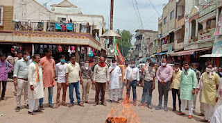 भाजपा कार्यकर्ताओं ने रैली निकालकर किया पूर्व मुख्य्मंत्री कमलनाथ का पुतला फूंका