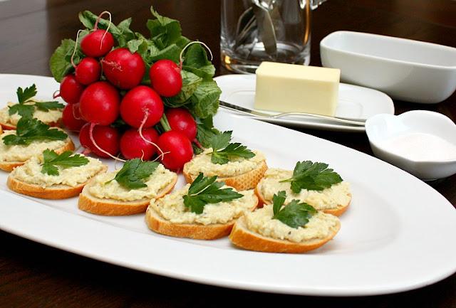 artichoke crostini