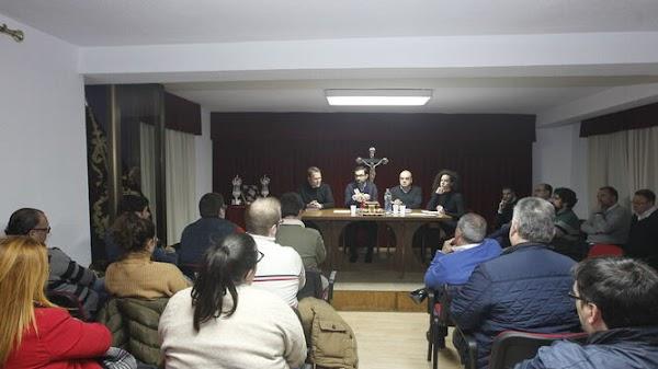 Los Hermanos Mayores almerienses dicen 'sí' al cambio de la Carrera Oficial