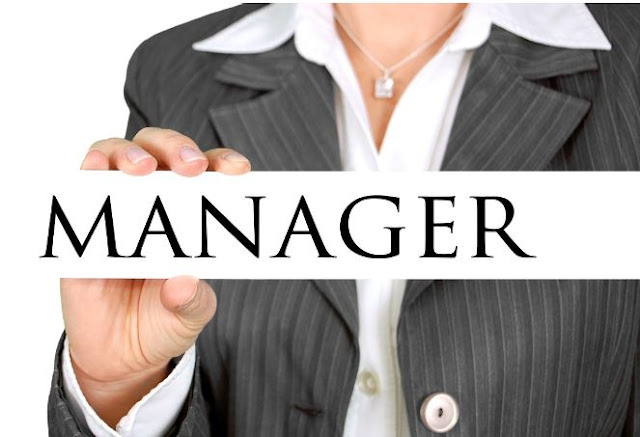 how to become a financial manager