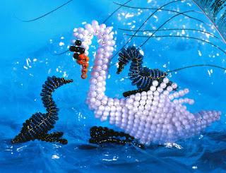 Птицы из бисера объемные лебедь