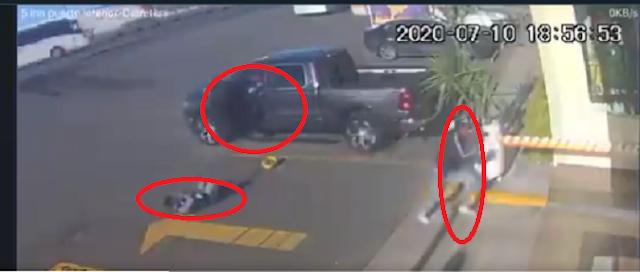 VIDEO.- Sicarios llegaron a para quitarle su Camioneta.. no sabían que era blindadas y había un guardaespaldas, se bajo abatido a uno y el otro se fue despavorido corriendo