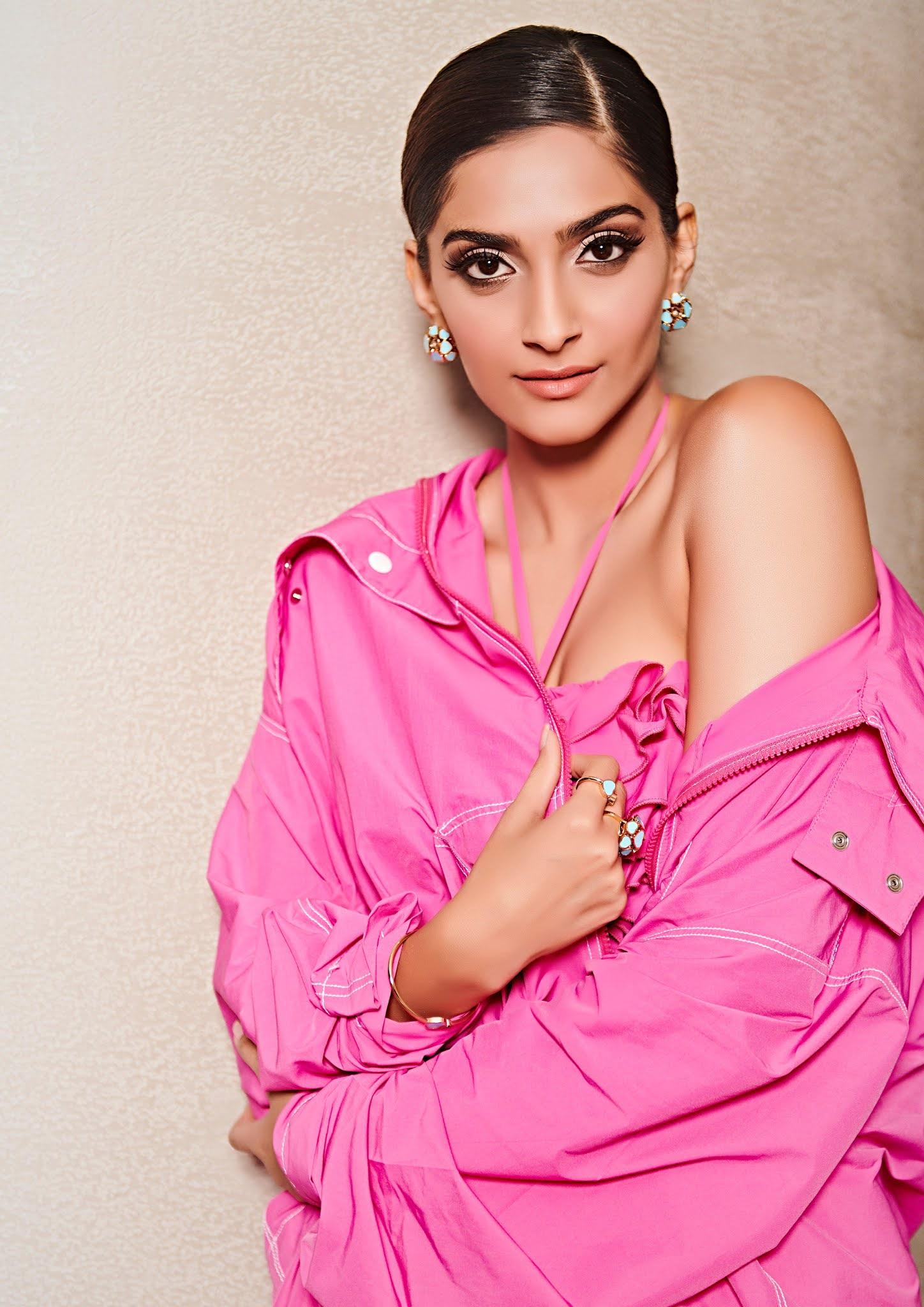 Sonam Kapoor hot 4