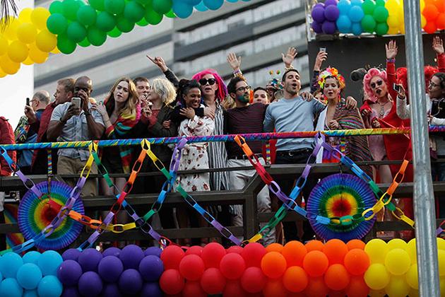 Quer saber como foi como é a cena de Sense8 na Parada LGBT de SP?