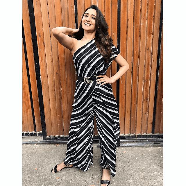 Actress Pragya Jaiswal Latest Hot Insta Stills Actress Trend