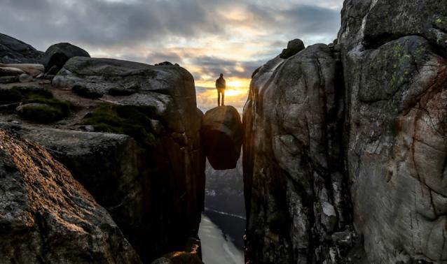 Destinasi Wisata Kjeragbolten Norwegia