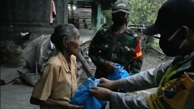 Bantuan Paket Sembako Diberikan Kepada puluhan Warga Terdampak Covid 19 diwilayah Ngluyu