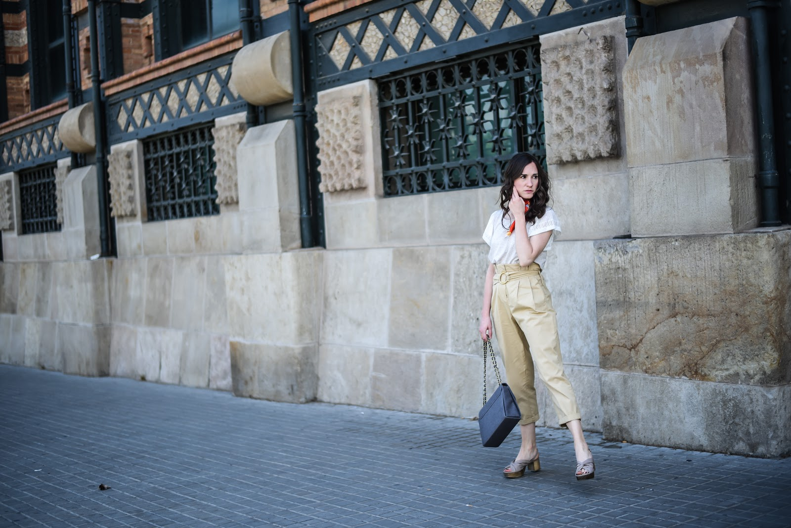 monochrome_look_nude_beig_street_style