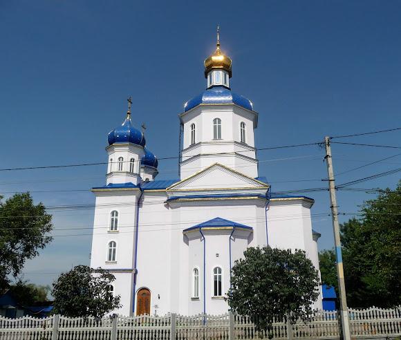 Лужаны. Церковь великомученика Иоанна Сучавского