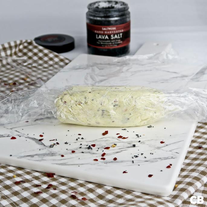 Een rolletje maken van pikante lavazout-boter