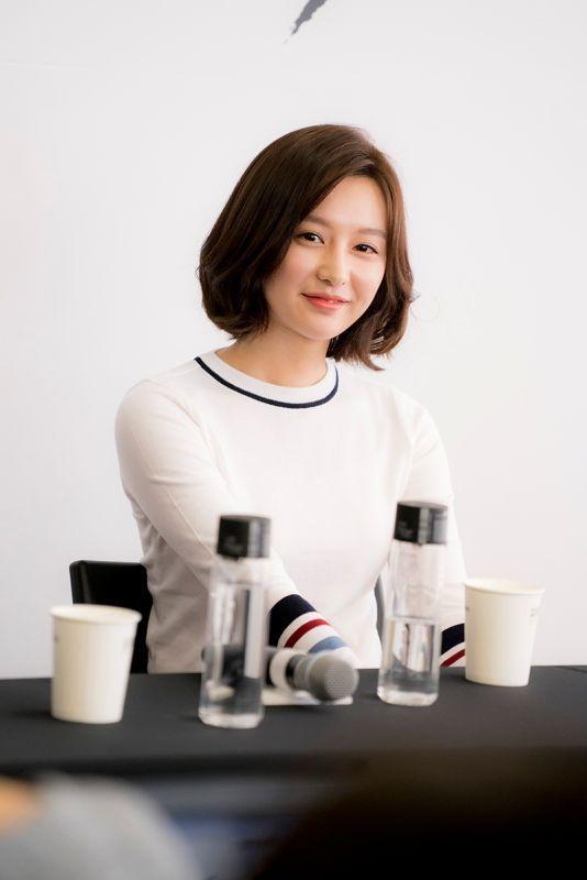 kim ji won Short Curly brown hairstyle in DOTS