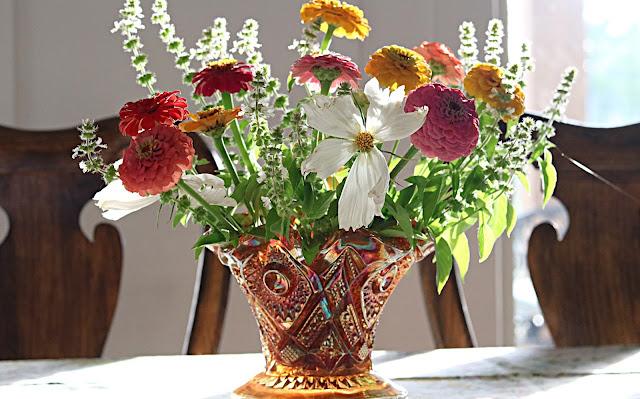 lemon-basil-bouquet-zinnia-tips-summer-blooms-athomewithjemma