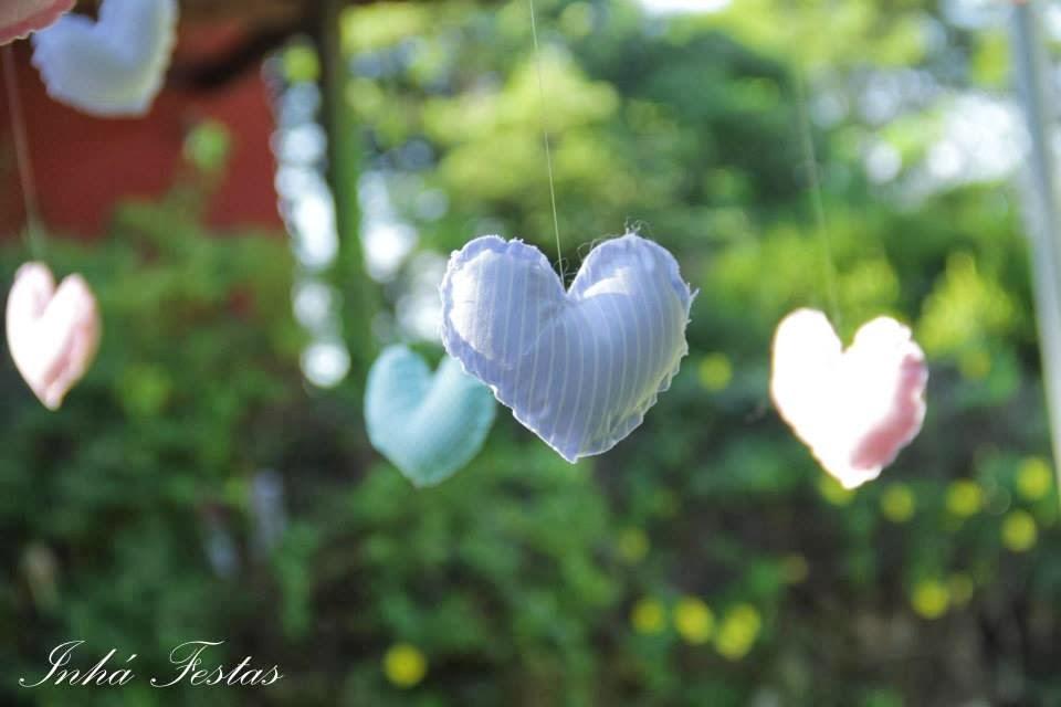 festa-decoracao-romantica-coracoes-tecido-1