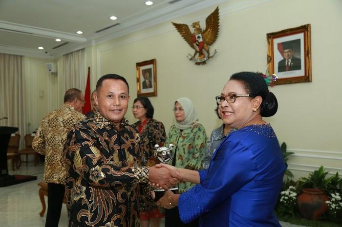 Pemkab Lamsel Raih Anugerah Parahita Ekapraya Kategori Madya.