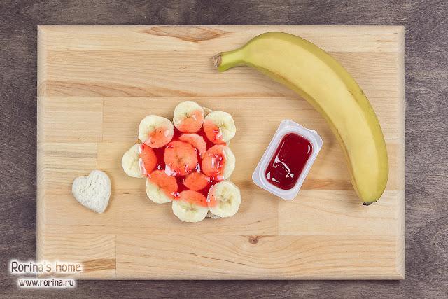 Бутерброд с джемом и бананом