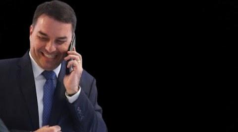 Policia Federal contraria MP e livra Flávio Bolsonaro de dois crimes
