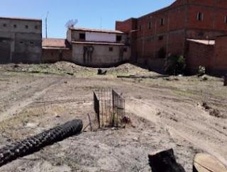 DENUNCIA: Familiares dizem que maquinas estão soterrando sepulturas no cemitério no centro da cidade de Oeiras
