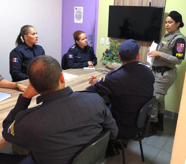 Policiais militares capacitam equipe que irá atuar no programa Guardiã Maria da Penha de Delmiro Gouveia