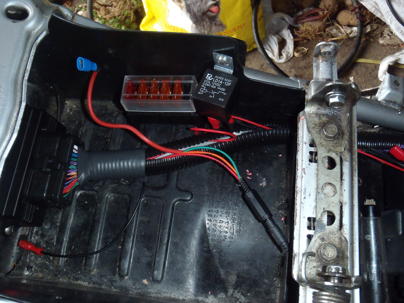 Cbr250rr Efi Conversion With Microsquirt 2012 Honda Cbr250ra Wiring Diagram I Took The Opportunity To Wire Up Whatever Sensors Had At This Point Aswel Tapped Into Wires From Vr Sensor Crank Rotor For An Rpm Signal