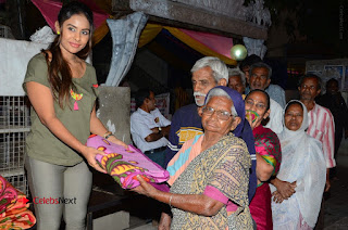 Actress Sri reddy (apthatrust director) Distrubuted Blankets for Orphans at Sai Baba Temple  0019.JPG