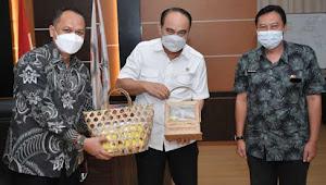 Wamen Budi Arie Terima Audiensi Bupati Karna, Bahas Pengembangan BUMDes di Majalengka