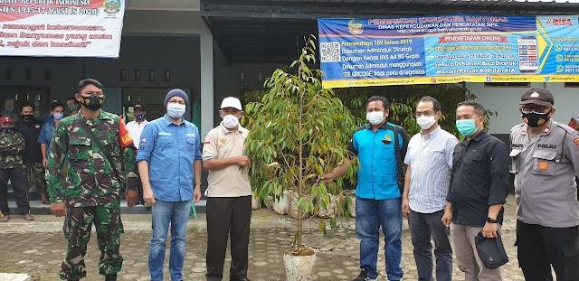 Tingkatkan Ekonomi, Pertamina Foundation-BenihBaik.com Salurkan Bibit Durian Bawor