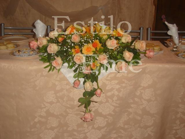 Estilo Eme Arreglos Florales Ramos Y Tocados Centro Para Mesa Principal