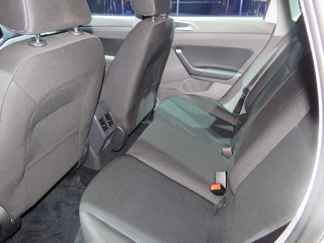 VW Polo 2018 Comfortline - espaço traseiro