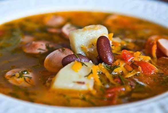 preparare reteta supa de Fasole alba, zucchini si ciuperci portobello