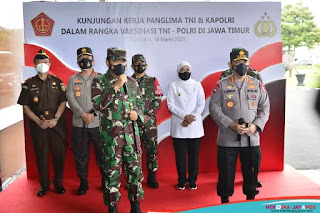 Panglima TNI dan Kapolri Tinjau Pelaksaan Vaksin 2 101 Personel di Polda Jatim