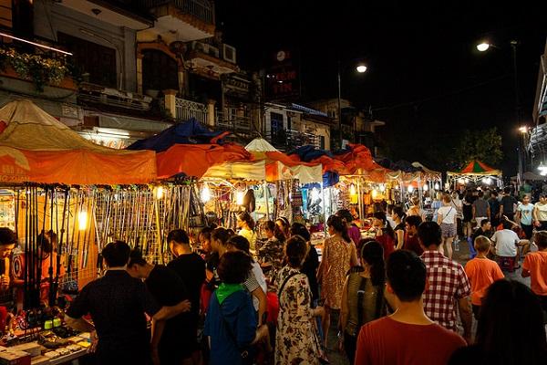 Chợ đêm Hà Nội - điểm vui chơi không thể bỏ qua khi đi du lịch