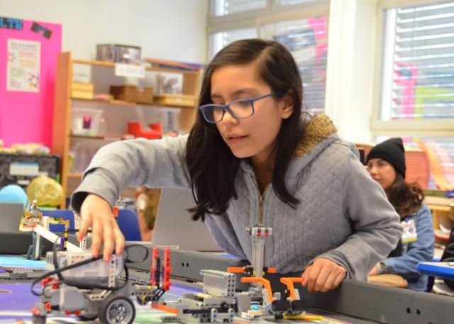 Cómo los Robots están ayudando a los Centros Educativos