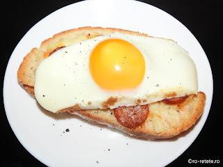 Gustare rapida la cuptor reteta de casa cu paine branza oua carnati retete stradale fast food crocant picant mic dejun,