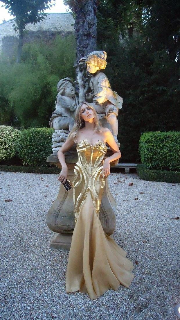 Fernanda Lima de estátua