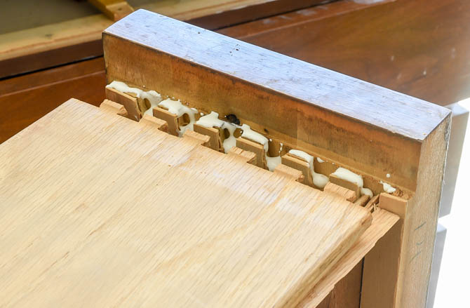 Repairing damaged dovetail joints with wood glue