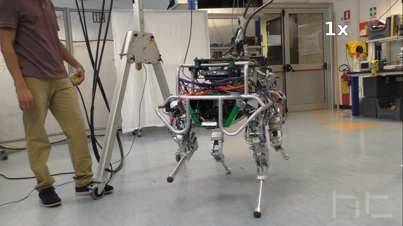 Questo robot di 90 KG cammina in equilibrio su un asse di 6 cm | Video