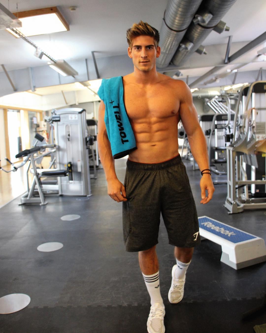 shirtless-tall-gym-hunk-sixpack-abs-socks-dude