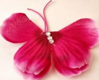 http://portaldemanualidades.blogspot.com.es/2013/06/mariposas-hechas-con-reciclaje.html