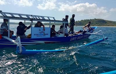 Lanal Mataram Melepasliarkan Dua Jenis Lobster Hasil Budidaya