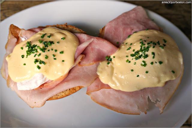 Eggs Benedict with Ham en De Vergulden Eenhoorn, Amsterdam