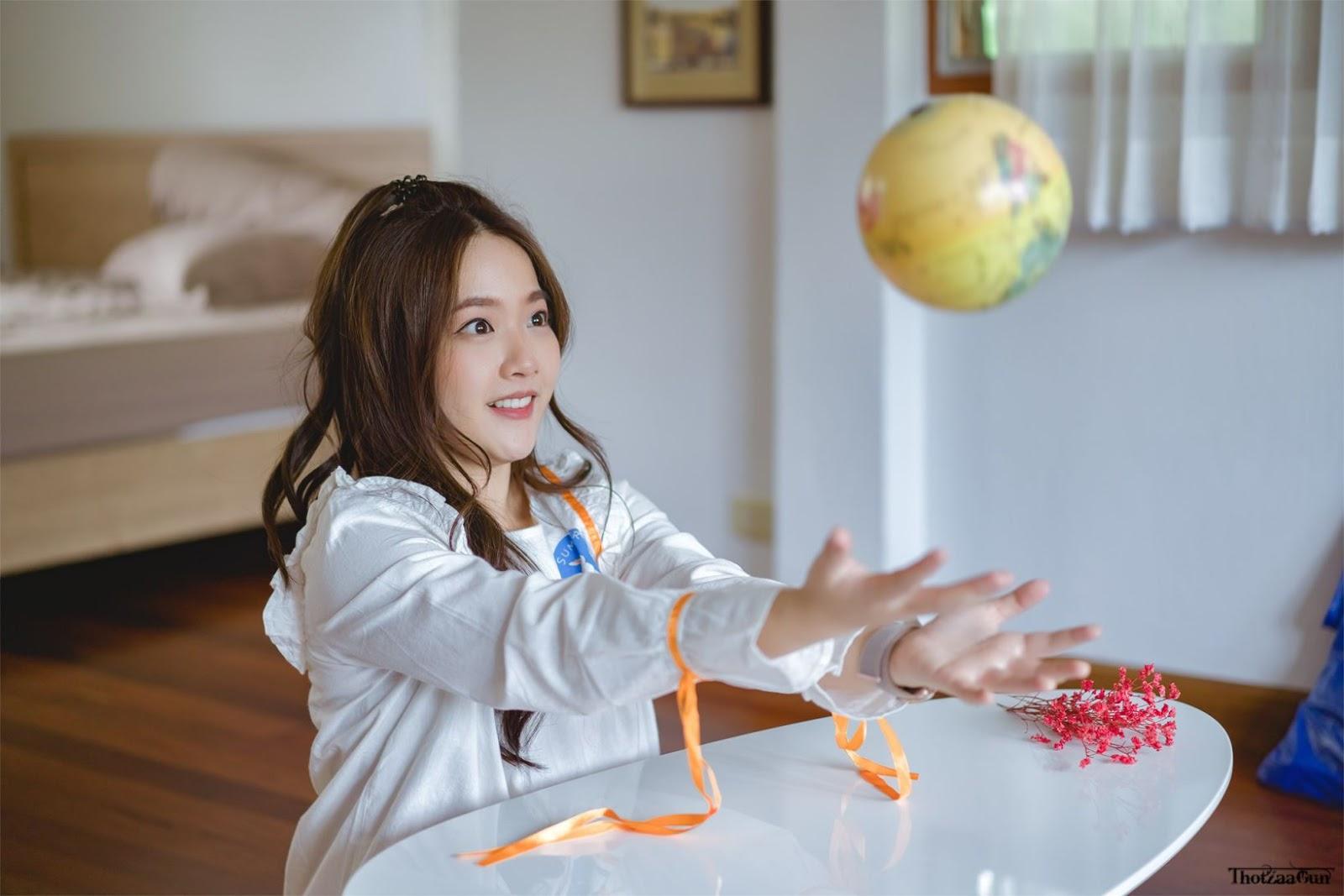 Cutest Thailand model - Kamonravee Korsampan (Aueyauey เอ๋ยเอ้ย) - Home alone - TruePic.net