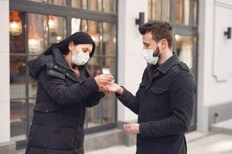 Namoro em tempos de coronavírus: o que fazer e o que evitar